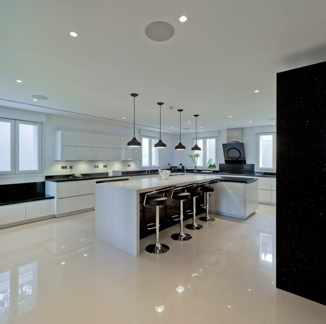 Portfolio ashley jay luxury fitted kitchens for Kitchen units spain
